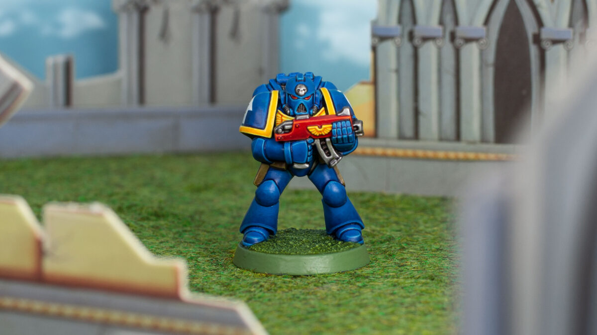 Ultramarine Space Marine from the Warhammer 40.000 2nd Edition starter set