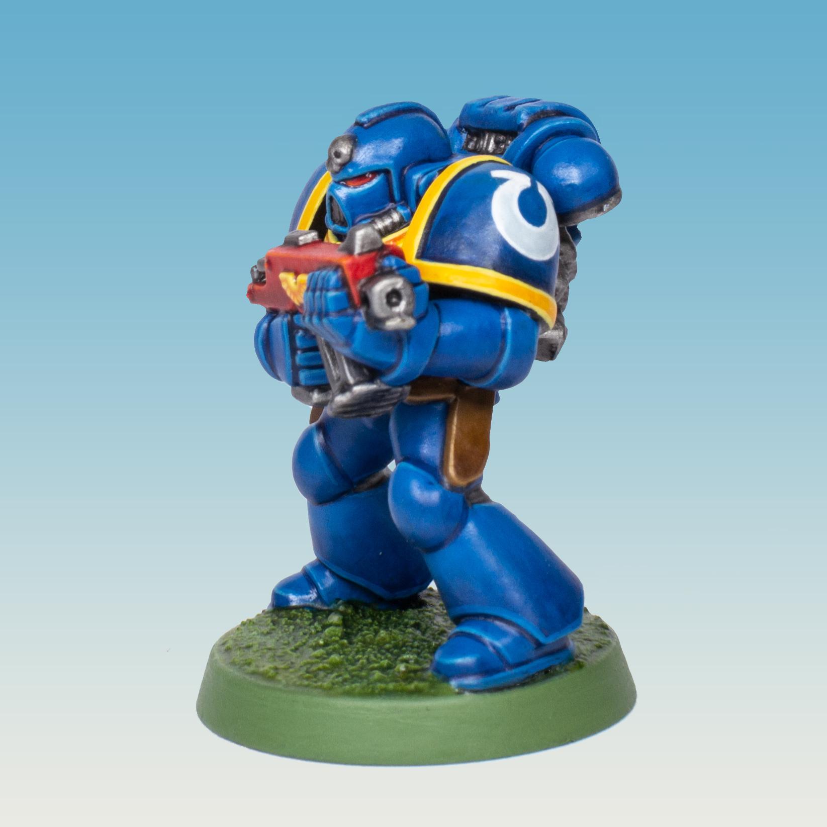 Ultramarine Space Marine from the Warhammer 40.000 2nd Edition starter set